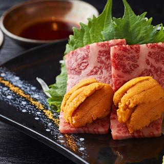 お肉で雲丹を包み、山葵醤油につけて食べる『宮崎牛の和牛雲丹』