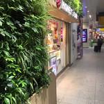 ハニーズバー - 店構え(^∇^)