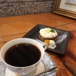焼菓子家 泉 - 料理写真:おやつタイムで手淹れコーヒー&レモンカードタルト