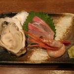 和びすとろGAKU - 旬のお刺身三種盛り合わせ(カンパチ、厚岸の牡蠣、甘エビ)