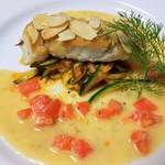 カフェ・ド・クレプスキュール - 7000円ディナーコースの本日の魚料理です。画像は「スズキのソテー トマトバターソース ペルノー風味」です。