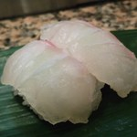 丸まん寿司 - 鯛 1貫100円