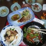 土居義 - てんこ盛りの料理も土佐の皆さんは司牡丹とともに流し込まれました。