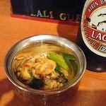 ラリグラス アジアンダイニングバー - お通しのチキンの和え物