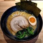 らーめん 麺GO家 - 醤油豚骨(780円)