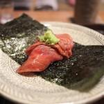 京天神 野口 - 佐賀牛ロースを赤酢の握りで。