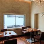 cucina Wada - 落ち着いた雰囲気の店内