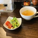 108145226 - サラダとスープ