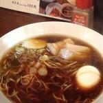 角萬 - 2011年12月。開店当初の味とは違い、返し(醬油)強め、牛すじスープと刻みニンニクが味わいを深くするラーメンに進化した