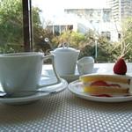 カフェユアーズ - コーヒーとサービスケーキ