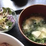 むちゃく - 味噌汁・野菜サラダ
