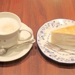 ドトールコーヒーショップ - ホットカフェオーレとミルクレープ