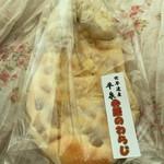 きんいろぱん屋 - 弁慶のわらじ…税込220円