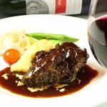 スペイン料理 トレス - 牛ホホ肉のラマンチャワイン煮込み