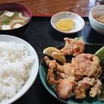 秋桜 - 料理写真:サバ味噌煮と唐揚げセット。
