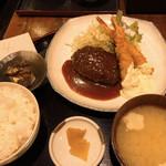 Tawawa Kitchen - ハンバーグと海老フライ