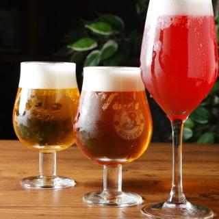 クラフトビール◇果肉入りリキュールなどのドリンク多数