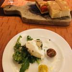 108173061 - 新鮮なモッツレラチーズと白トリュフが爽やかなアンティパスト!
