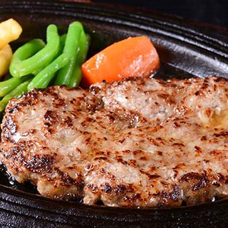 豊富な逸品料理◆ハンバーグはスライス肉を使用したオリジナル!
