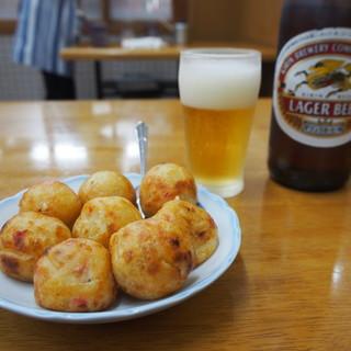 うまい屋 - 料理写真:たこ焼八個 & ビール