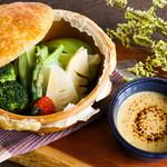 旬野菜の蒸し焼きバーニャカウダ