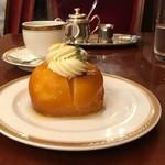 トリコロール - ケーキとコーヒーのセット(税込み1490円)
