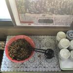 西谷家 - サービスコーナー、チャンポンなので辛いタレはとってないです。