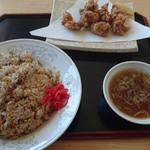 福隆 - 料理写真:チャーハン大盛りと唐揚げ単品