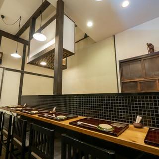 古い建物でゆったりと。気を張らず美食に向き合える絶妙な空間