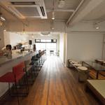 人間レストラン NNGN - 朝までゆっくり過ごせる居心地の良い空間です。スタッフとの会話も楽しめる人間らしい「教えたくないバー」