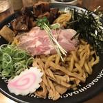 GACHI - 麺の美味さが際立つ 黒豚チャーシュー油そば(900円税込)