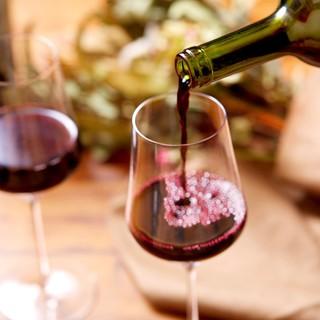 カリフォルニアを中心に30種以上のワインを取り揃えております