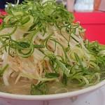 ラーメン福 - 野菜(もやし)の山