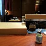 赤坂和食 閑人 - カウンター目の前が焼き場