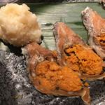 近江やWabisuke - 滋賀名物の鮒寿司。好みが分かれる独特の発酵臭は日本酒と共に。