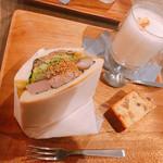 オン フラワーズ - なすと味噌きのこの焼豚サンド