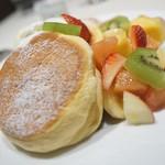 Shiawasenopankeki - 季節のフレッシュフルーツパンケーキ