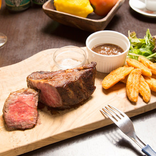 上質なアンガス牛を、素材の旨みが楽しめる絶品のステーキで♪