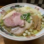 108242604 - 「特選塩らーめん」880円「麺大盛り」100円(税込)