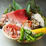 闇市では新鮮な魚介類や旬の野菜などその日のおすすめをご用意しております♪