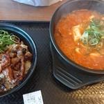 108245616 - カルビ丼ミニ、スン豆腐(海鮮)セット(税込980円)