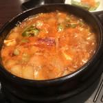 KOREAN DINING 長寿韓酒房 - 最強に美味い牛もつチゲ
