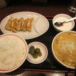 とんこつ家 - 料理写真:餃子セット(みそらーめん)