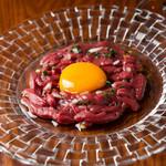 山本のハンバーグ - 馬肉のユッケ