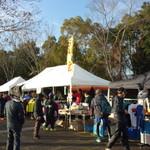 108257245 - 京都亀岡ハーフマラソンのメイン会場 亀岡運動公園には、ブース勢揃いミャ