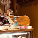VERDE cafe&bal - ハモンセラーノ原木