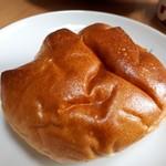 道の駅 米沢 - 手作りクリームパン(151円)