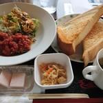 シナノガーデン コスモス - 料理写真:週替わりのチキンの香草焼き