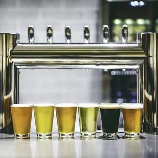話題のブルワリーから取り寄せた国産クラフトビールを提供