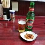 北京餃子房 - お通しと青島ビール
